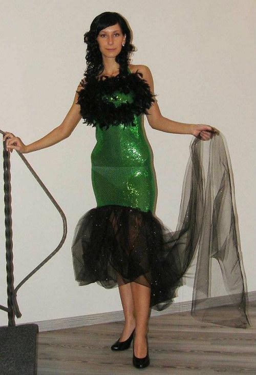 Někdo z vás mě upozornil na soutěž Miss Haná. Že prý tam finalistky mají  příšerné šaty. Mávla jsem nad tím rukou  regionální soutěž 27114e198d