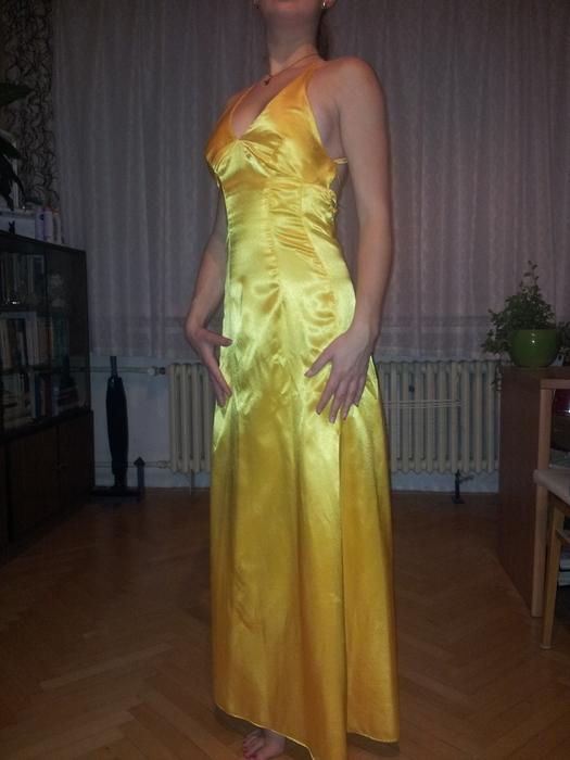 d0b1a649b457 Zdroj  http   www.vinted.cz zeny vecerni-saty 7639274-satenove-plesove-saty