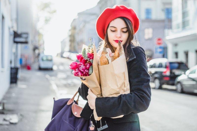 Baret a trenčkot z vás Francouzku neudělají. Zdroj: KIRAYONAK YULIYA / Shutterstock