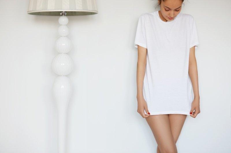 Kradení oblečení začíná nenápadně, po pár společných nocích. Zdroj: WAYHOME studio / Shutterstock, Inc.